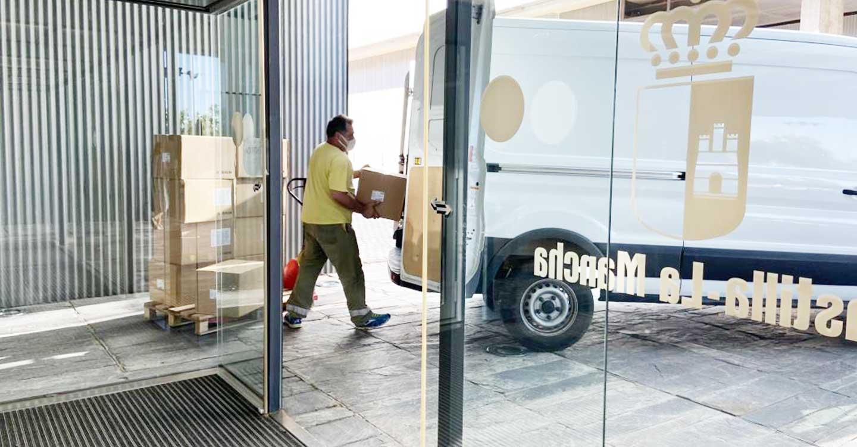 El Gobierno de Castilla-La Mancha ha enviado esta semana una nueva remesa con más de 220.000 artículos de protección en los centros sanitarios