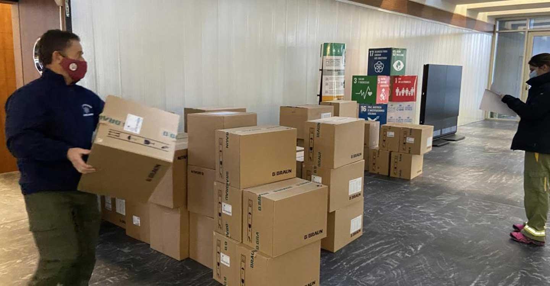 El Gobierno de Castilla-La Mancha ha repartido esta semana cerca de otro medio millón de artículos de protección para profesionales sanitarios