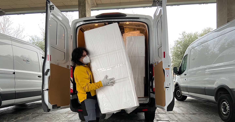 El Gobierno de Castilla-La Mancha ha distribuido en las dos últimas semanas cerca de un millón de artículos de protección para profesionales sanitarios