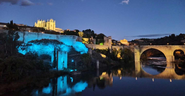 Toledo se suma al Día Mundial del Refugiado iluminando de azul la Cava, la Puerta de Alcántara y el paseo Federico García Lorca