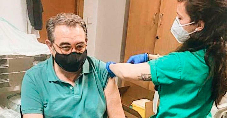 El consejero de Sanidad, primer integrante del Gobierno de Castilla-La Mancha vacunado contra la Covid-19