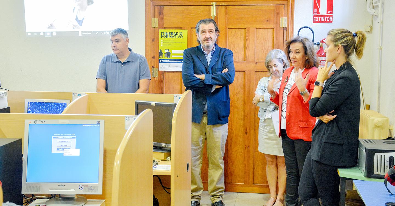 """13 personas mayores de 55 años participan en el programa """"CapacitaTIC +55"""" de la consejería de Bienestar Social"""