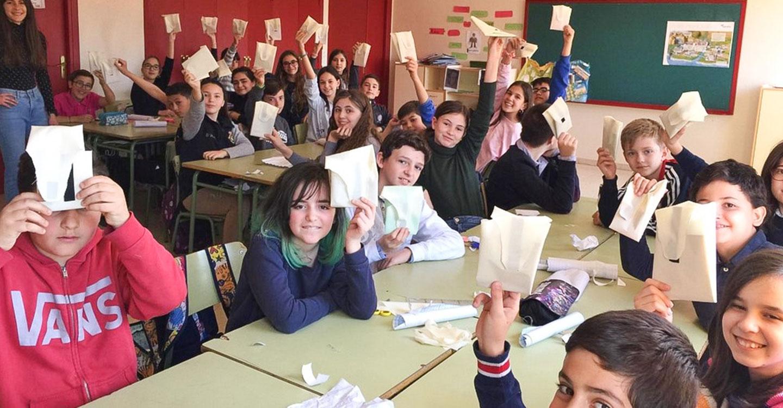 Escolares de Tomelloso participan en un taller de reciclado textil
