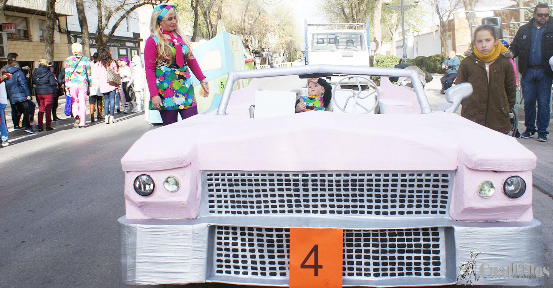 """El Cadillac Rosa de Barbie y Kent ganadores del III Rallye """"Autos Locos"""""""