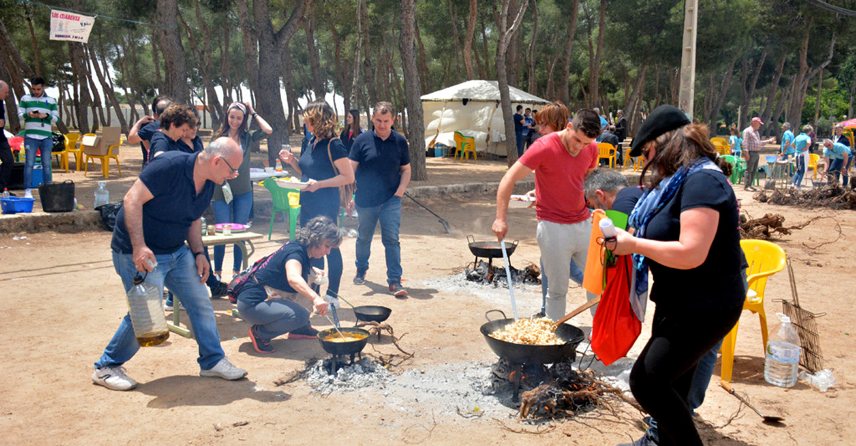 Animada jornada de convivencia vecinal en torno a la gastronomía tradicional