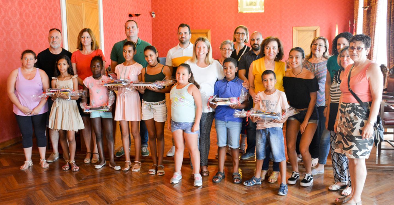 La alcaldesa agradece a las familias la acogida que brindan a los niños saharauis