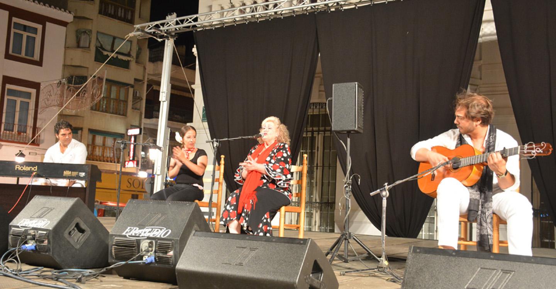 El flamenco en el fin de semana pre-feria de la Plaza de España
