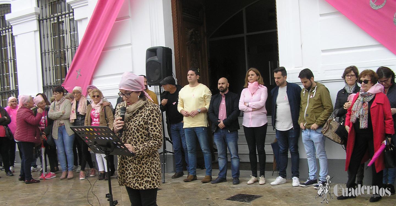 Concentración en Tomelloso para la concienciación ciudadana sobre el cáncer de mama.