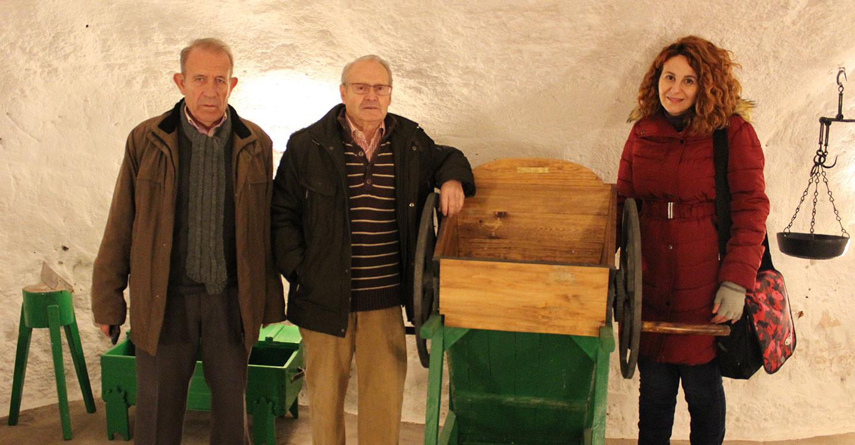 Visita de investigadoras de Valdepeñas interesadas por las cuevas de Tomelloso