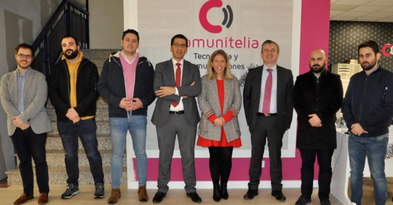Caballero se interesa por las soluciones tecnológicas de Comunitelia para ayudar a los municipios a romper la brecha digital