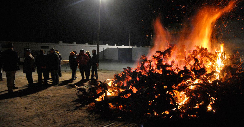 La hoguera benéfica de San Antón destinada a la Asociación de Celiacos y Alérgicos al Trigo de Tomelloso, se encenderá este sábado en el recinto ferial