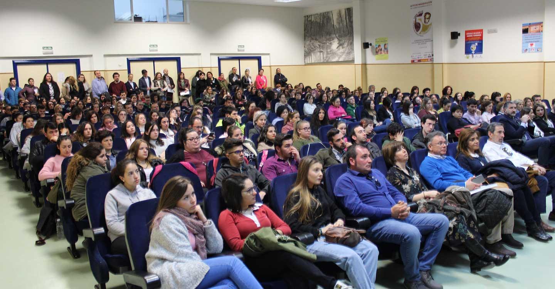Más de 500 personas participan en la I Feria de Empleo y Formación de Cruz Roja