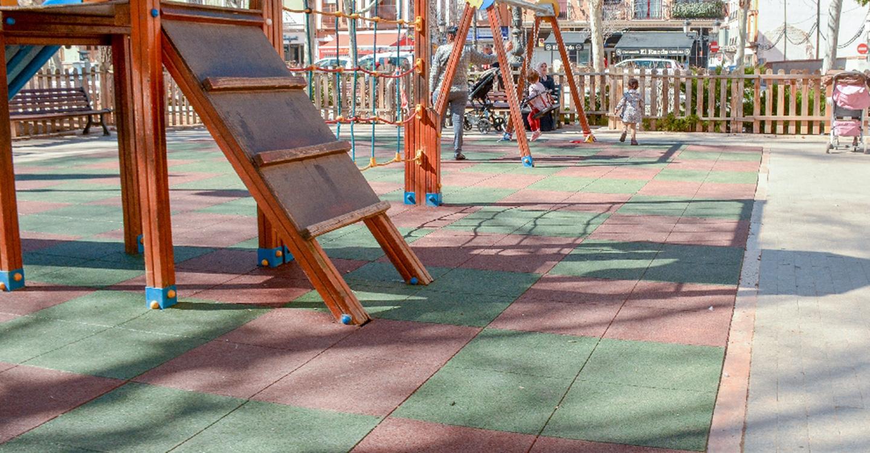 En marcha las mejoras en áreas de juegos infantiles de las zonas verdes