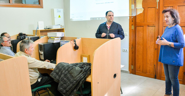 Isi Serna clausura un curso de Internet y redes sociales dirigido a mayores