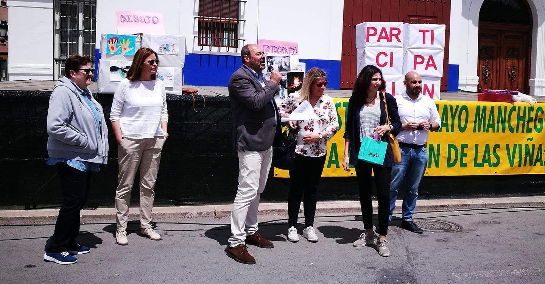 Caritas organizo una jornada de puertas abiertas en la Plaza de España de Tomelloso