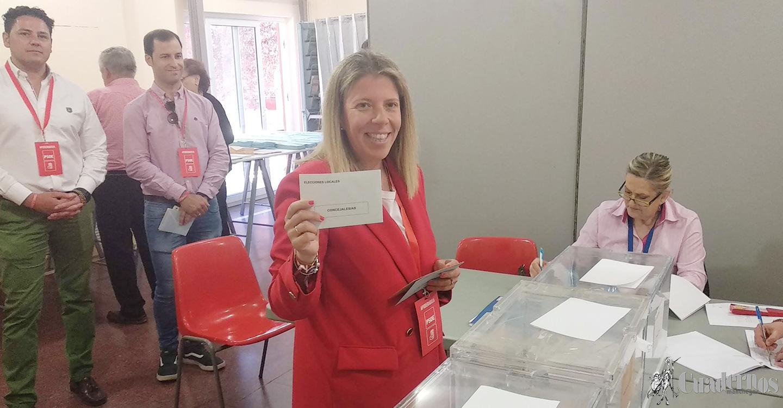 """""""Votar es una obligación democrática que marca el futuro de los ciudadanos"""", declaración de Inmaculada Jiménez, del Partido Socialista."""