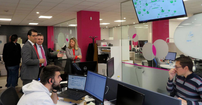 La alcaldesa de Tomelloso se interesa por las iniciativas de Comunitelia y su proyecto para esta localidad