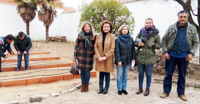 El Ayuntamiento pone en marcha un huerto urbano ecológico, con fines sociales, en el antiguo colegio La Rosa