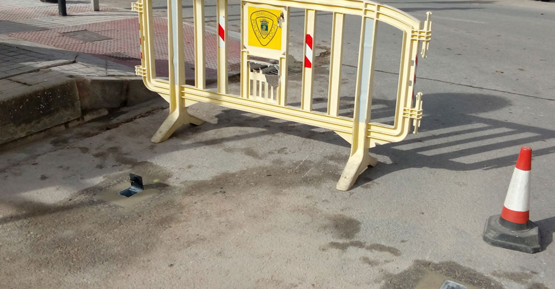 El Ayuntamiento instala un sistema de anclajes que permitirá la colocación de bolardos para cortes puntuales de tráfico