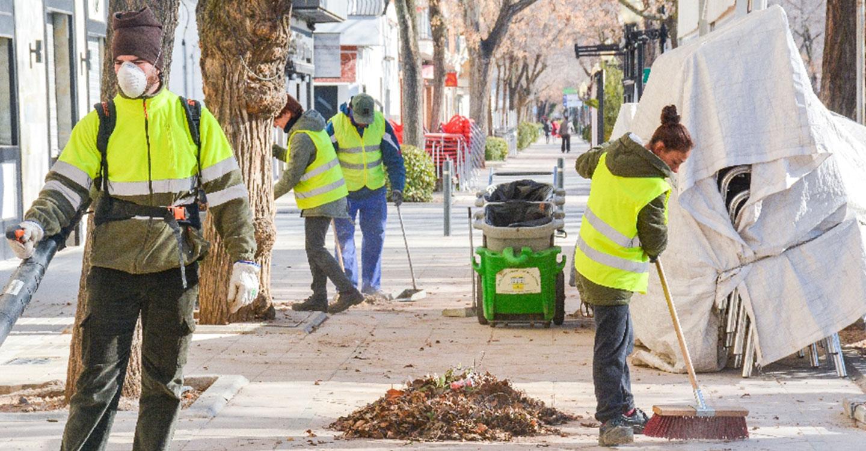 El Ayuntamiento continúa reforzando el servicio de limpieza viaria de la ciudad