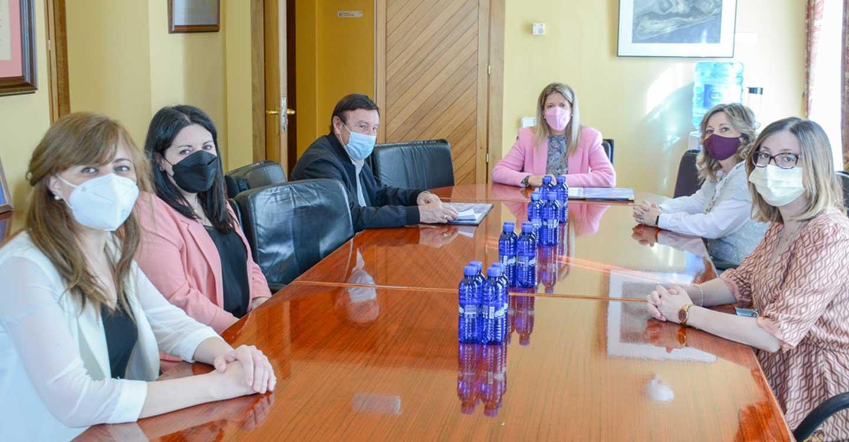 Jiménez firma un convenio de colaboración con AFAL para el mantenimiento y funcionamiento del Centro de Día San Rafael de Tomelloso