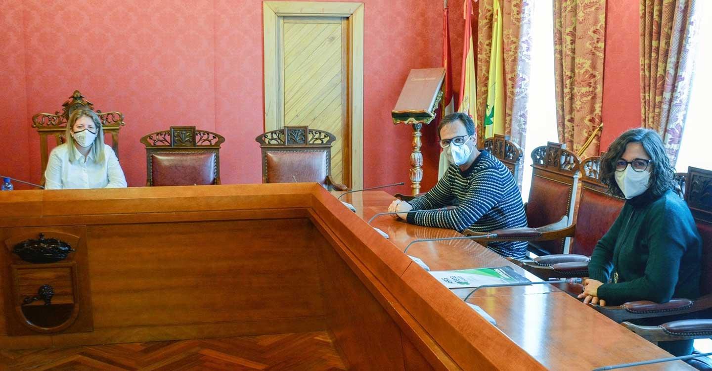 La Oficina de Vida Inclusiva presenta su informe anual a la alcaldesa de Tomelloso Inmaculada Jiménez