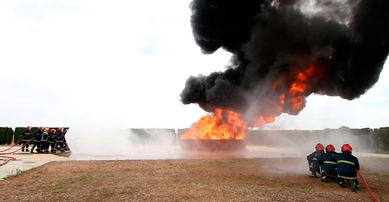 Agustin Espinosa presenció en Tomelloso el simulacro de extinción de incendios y rescate en accidentes de tráfico, con motivo de la graduación de los alumnos de la última certificación profesional impartida en Fergos