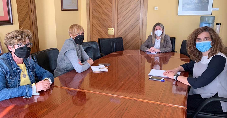 """Alcaldesa, gerente del Hospital y """"Supernenas"""" se reúnen para definir diversas actividades de interés para la ciudad"""