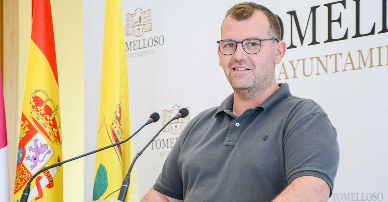 """Amadeo Treviño: """"Tras las inversiones de más de 300.000 € desde 2015, la piscina de verano de Tomelloso es una de las mejores de la región"""""""
