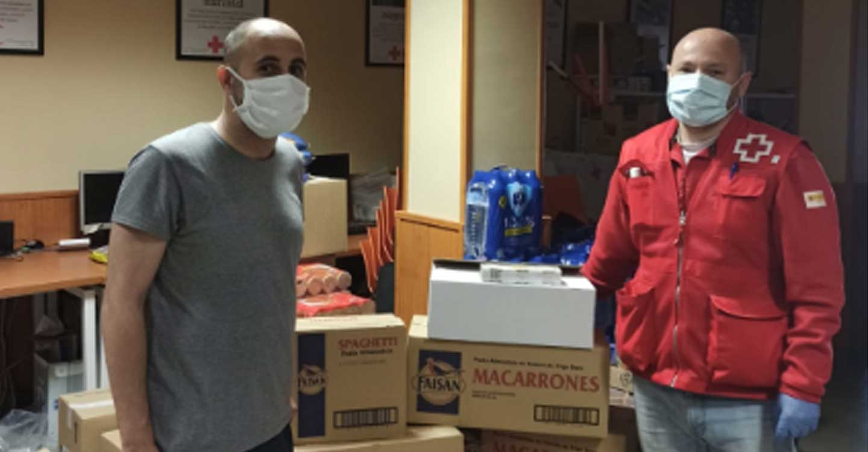 La Asociación de vecinos del Barrio San Juan de Tomelloso aporta su pequeño granito de arena con una donación de alimentos a Cruz Roja para ditribuirlos a las personas más afectadas por el COVID-19.