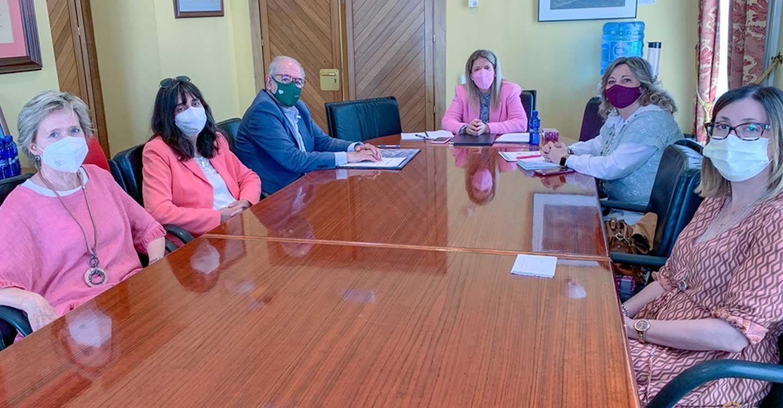 El Ayuntamiento de Tomelloso colabora con la AECC en el desarrollo del 'Programa de atención integral a pacientes oncológicos y sus familiares' en Tomelloso