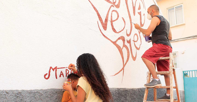 El barrio San Juan de Tomelloso celebra el día Mundial por la diversidad cultural para el Diálogo y Desarrollo con un mural