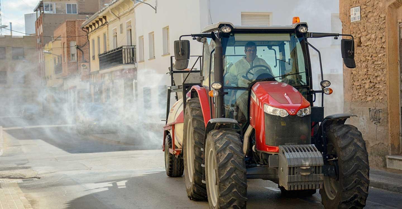 Las calles y espacios públicos de Tomelloso han vuelto a ser desinfectados esta mañana