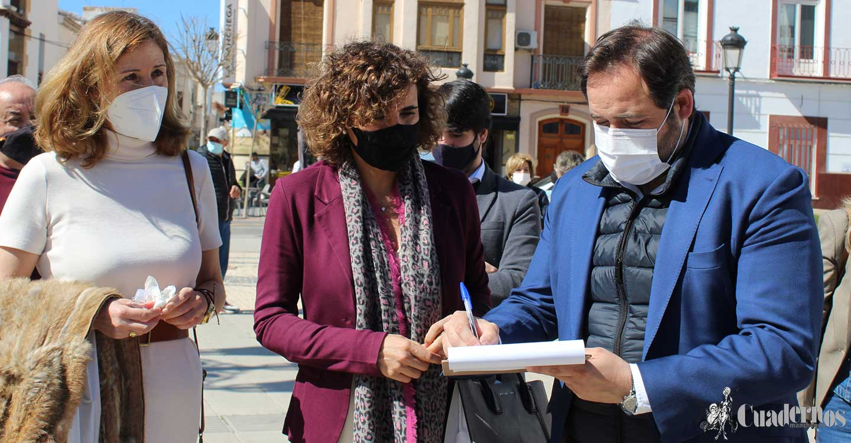 Núñez traslada su apoyo a la campaña de recogida de firmas para la instalación inmediata de una UCI en el Hospital de Tomelloso