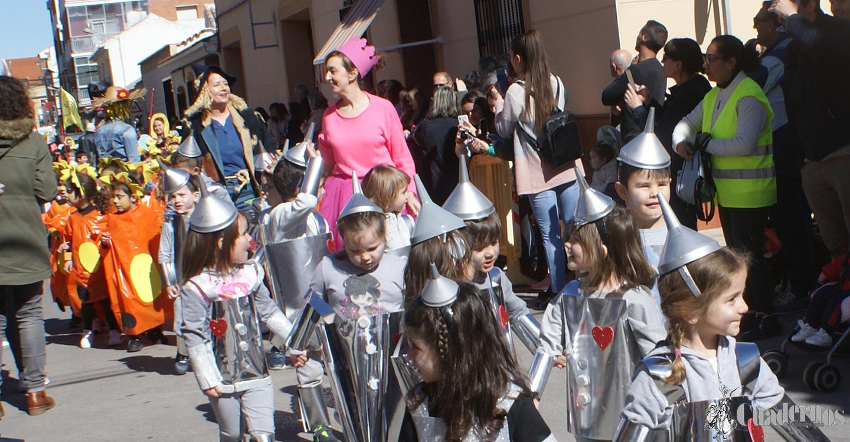 Los escolares del C.E.I.P Miguel de Cervantes de Tomelloso celebran el carnaval con un llamativo desfile inspirado en cuentos infantiles