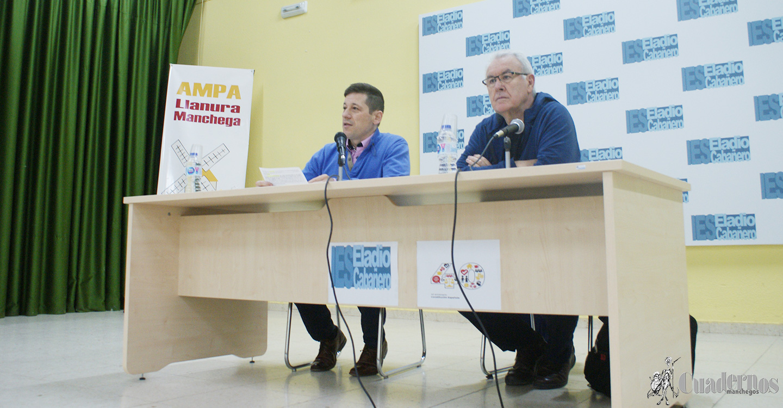 Cayo Lara expuso una interesante conferencia sobre el proceso de la Constitución Española en el IES Eladio Cabañero