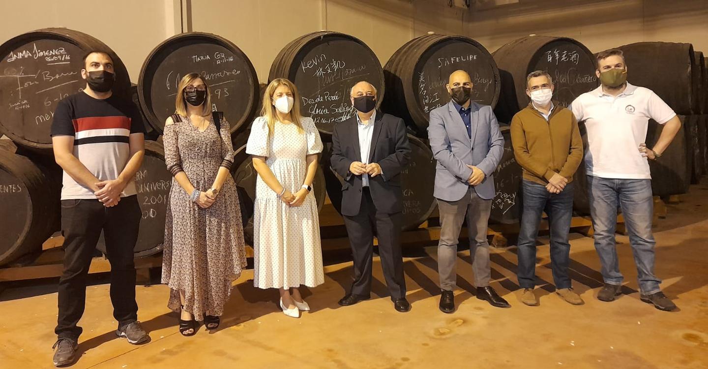 Inmaculada Jiménez visita Bodegas Centro Españolas, una empresa que lleva 30 años innovando en el mundo del vino