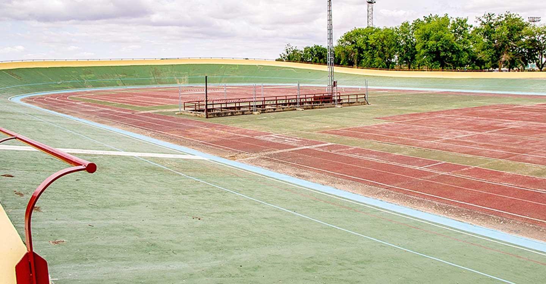 La ciudad deportiva de Tomelloso abre este jueves el velódromo y las pistas de pádel