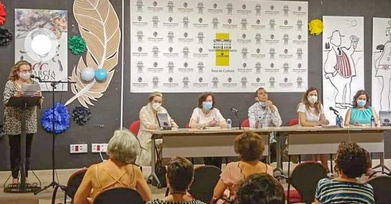 El Club de Lectura de la Biblioteca Municipal de Tomelloso despide el curso con un encuentro literario con Rafael Cabanillas
