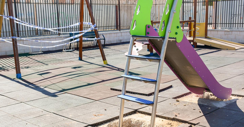 Continúa el plan de mejora de zonas infantiles en la localidad de Tomelloso