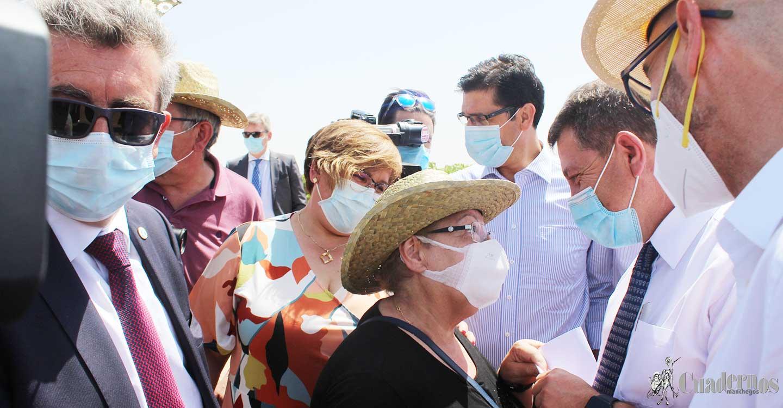 La Coordinadora por la Sanidad Pública en la Comarca de Tomelloso entrega a García-Page sus propuestas para el Hospital