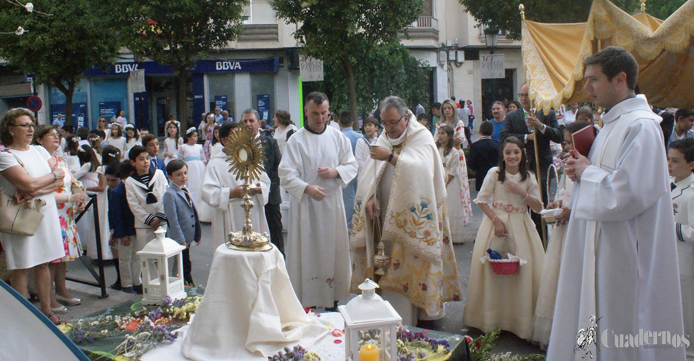 La celebración del Corpus Christi brilla en las calles de Tomelloso