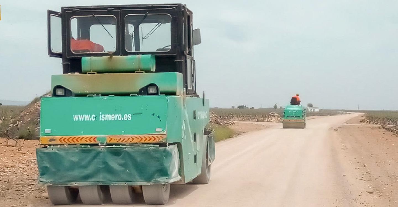 Cumplido uno de los compromisos del Ayuntamiento con los agricultores: asfaltado el camino de Los Arenales