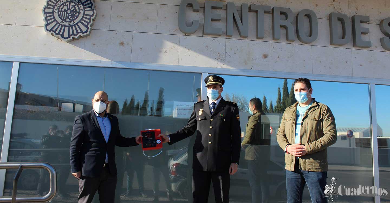 La Policía Nacional de Tomelloso ya tiene en su poder un nuevo desfibrilador