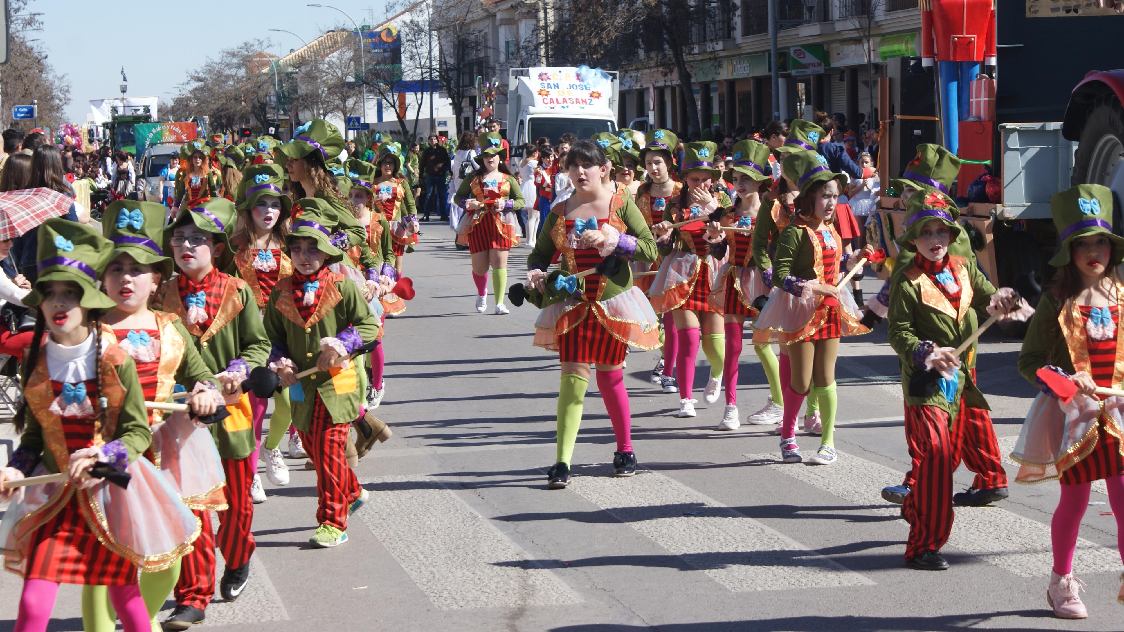 Los escolares de Tomelloso ponen la nota de color al XXXIV Carnaval con un animado y divertido desfile