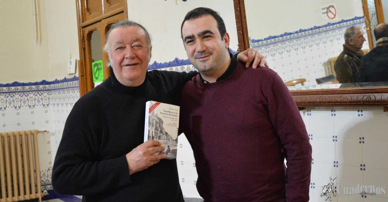 El poeta tomellosero Dionisio Cañas, presentó sus últimos trabajos literarios en el Salón de Actos del Casino de Tomelloso.