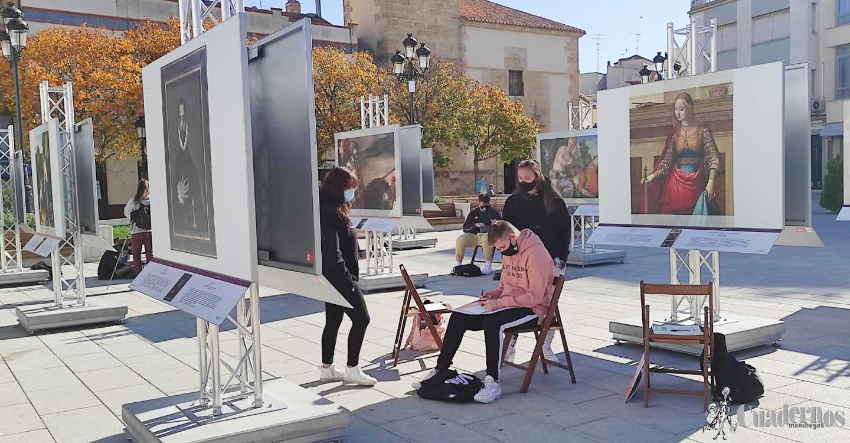 """Alumnos de la Escuela de Arte y Superior de Diseño Antonio López de Tomelloso visitan la exposición """"El Prado en las calles"""" para realizar actividades de dibujo y audiovisuales"""
