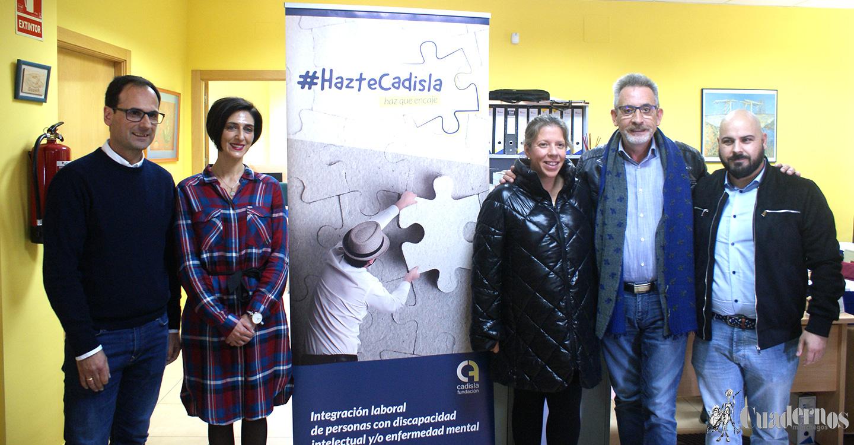 El alcalde de Valdepeñas y candidato número 1 al Senado por la provincia de Ciudad Real, Jesús Martín, visita la fundación CADISLA de Tomelloso.