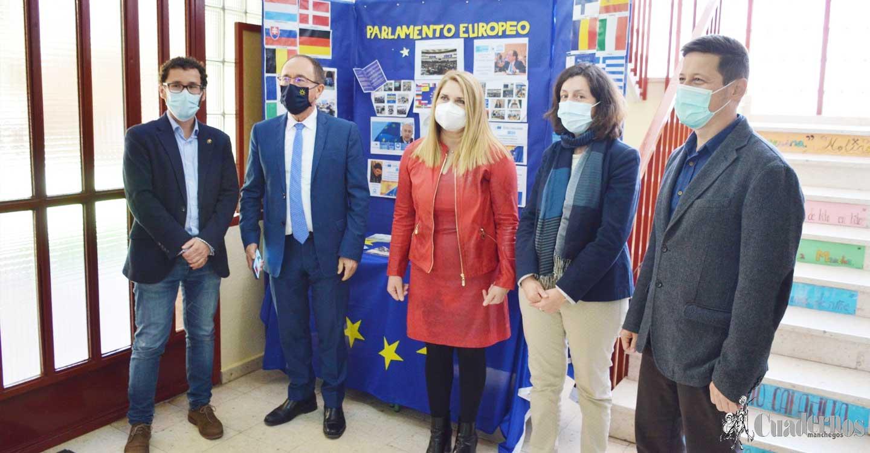 El Embajador de España ante la UNESCO, Andrés Perelló, visita el IES Eladio Cabañero en la localidad de Tomelloso