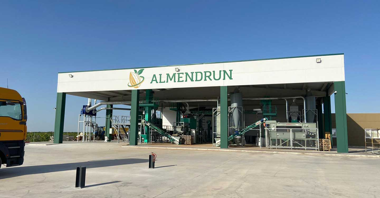 La empresa Almendrun de Tomelloso comienza a comprar almendra de esta campaña en Castilla-La Mancha